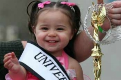 کودکانی که برای بردن جایزه میلیاردی، دندان مصنوعی می گذارند!/گردش مالی مسابقات زیباترین کودک جهان چقدر است؟