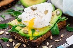 صبحانه ای که به خاطرش قید کار و زندگی تان را می زنید!/آموزش تهیه ساندویچ آواکادو با نان چند غله به روایت سرآشپز تی وی پلاس