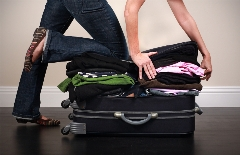 خانم ها! تمام کمدتان را در یک چمدان جای دهید! روش های شگفت انگیز برای بستن چمدان و مایحتاج سفر در کمترین جا و فضای ممکن