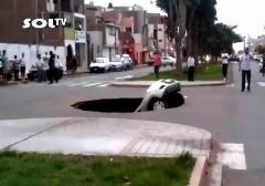 حفره ای که یک ماشین را وسط چهار راه می بلعد؛ موتوری که توسط یک روح هدایت می شود؛ برخورد شهاب سنگ جان یک نفر را گرفت