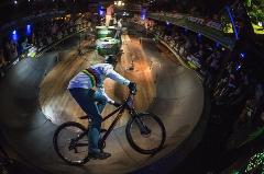 حرکات دیوانه کننده دوچرخه سوار در رویا های یک کودک؛ دیدن این کلیپ حالتان رو خوب می کند
