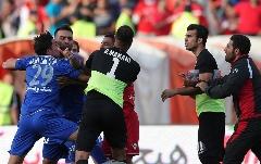 هافبک استقلال داور و تماشاچی را سیاه و کبود کرد؛ مدیر فوتبالی ای که خاک بر سر فوتبال ایران و آسیا کرد! یک نفر از بین من و شما مشکل روانی دارد! «آمپاس» تقدیم می کند