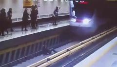 ویدئوی لو رفته از حادثه خودکشی دختر جوان در ایستگاه متروی دروازه دولت؛ ویدئوی حضور جناب خان در تیزر تبلیغاتی آلبوم جدید محمد رضا هدایتی؛ عاقبت سرقت از یک رزمی کار حرفه ای