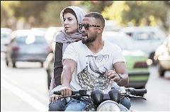 از مجلس دف زنی و خوانندگی زنان تا درگیری فیزیکی لیلا حاتمی و بهنوش بختیاری در خیابان؛ «ایستگاه» به معرفی «من» فیلم متفاوت جشنواره فجر می پردازد