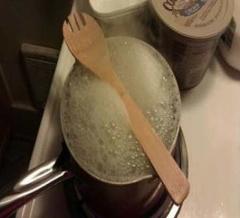 روشی جالب  برای جلوگیری از سر رفتن غذا
