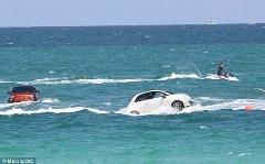 یک حادثه عجیب دریایی/دریا خودرویی را بلعید