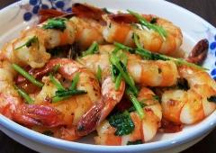 خوراک لذیذ میگو و سیر، ساده و متفاوت؛ دستور پخت غذا های بین المللی خوشمزه و پخت آسان در «آشپزخانه» تی وی پلاس