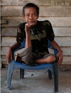 پیرمرد 68 ساله هندی با انعطاف بدنش جزو عجیب ترین انسان های دنیا است