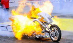 لحظه زنده زنده سوختن موتورسوار در خیابان + فیلم
