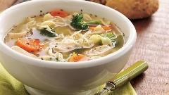 خوشمزه ترین سوپ مرغ با شیوه پختی متفاوت و سریع؛ آشپزخانه تی وی پلاس تقدیم می کند