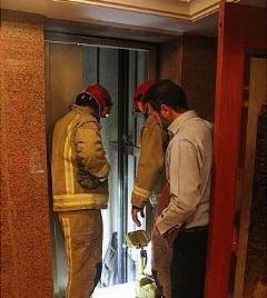اتفاق وحشتناک در آسانسور؛ زنی که سرش قطع شد!