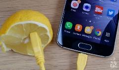 عجیب  و باورنکردنی/گوشی خود را با لیمو شارژ کنید!!