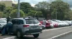 حکم مرگ برای پرتاب سنگ! فیلمی از راننده عصبانی