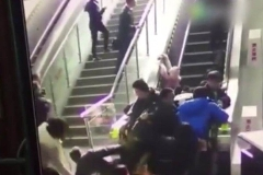 فیلمی از حادثه هولناک تغییر جهت ناگهانی پله برقی