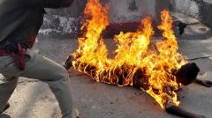 پسر سنگدل خانواده اش  را زنده زنده در آتش سوزاند!