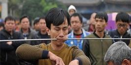 عجیب ترین گردهمایی سالانه در چین؛ صورت ها را به سیخ بکشید+ تصاویر (+18)