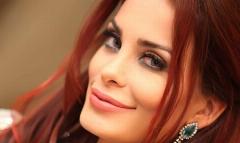 حمله شیر گرسنه به مُدل زن مشهور لبنان هنگام ضبط یک برنامه تلویزیونی + ویدیو