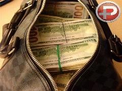 داستان جالب کیف پر از طلا و پولی که یابنده را وسوسه نکرد!!