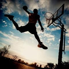 حرکات زیبا و هیجان انگیز رفقای باحال، اینبار با توپ و سبد بسکتبال