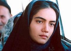 اخراج تعدادی دانشجو در جریان اعتراض گسترده به قانون تفکیک جنسیتی در دانشگاه ها؛ سکانسی از فیلم سینمایی خاطره انگیز متولد ماه مهر