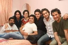 فیلمی از لحظه درگیری محمدرضا گلزار و حسام نواب صفوی در هتل؛ سکانسی از فیلم پرفروش کلاغ پر