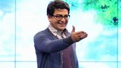 شوخی جنجالی با فرزاد حسنی بخاطر آیتم زرشک/تخم مرغ هایی که روی سر مهمان کوبیده می شود
