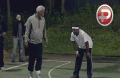 ویدئویی باحال از پیرمردی که یک تنه، همه ی بازیکنان حرفه ای بسکتبال را حریف است !!