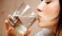 این است شرط زنده ماندن؛ با آب خوردن می توانید انسان موفق تری باشید!