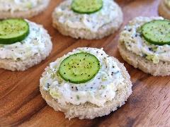 یک غذای سبک و خوش طعم مناسب افطار؛ آموزش سریع و آسان تهیه ساندویچ پنیر خامه ای