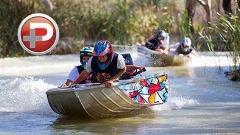 مسابقه ای عجیب و هیجان انگیز در دریاچه ای در استرالیا؛ قایق سواری با سرعت جنون آمیز لابه لای درختان!