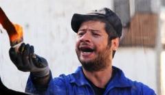 شکایت علی صادقی و پدرش از  دزدی که ماشین شان را جلوی درِ خانه ربود/سکانسی خنده دار از سریال سه در چهار