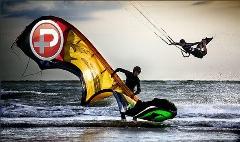 ورزشی جذاب و پر از هیجان در آب های نیلگون خلیج فارس، توسط پسرهای باحال ایرانی