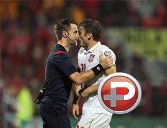 تصاویری باورنکردنی و خنده دار از کتک کاری بازیکنان فوتبال و داوران