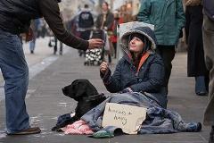 دزدی از بی خانمان ها و عکس العمل جالب مردم نسبت به این کار؛ جنسیت چه تاثیری در برخورد با این افراد دارد