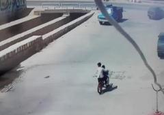 لحظه هولناک سقوط وانت به داخل کانال + فیلم