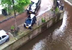 سقوط هولناک ماشین در کانال آب، بعد از تعقیب و گریز پلیس + فیلم