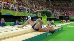 لحظه وحشتناک شکستن پای یک ورزشکار در المپیک + ویدیو