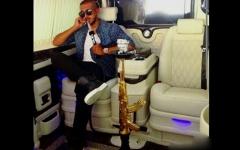 خودنمایی بچه پولدارهای عرب با قلیان و اسلحه طلا و پلنگ و ماشین های لوکس