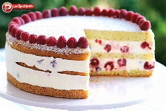 یک کیک بی نهایت خوشگل و وسوسه برانگیز؛ آموزش تهیه کیک تمشک به سبک قنادی