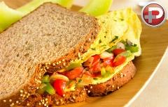 صبحانه ای دلچسب و پرطرفدار؛ آموزش تهیه ساندویچ املت، با مزه ای فوق العاده