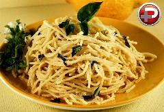 اگر وقت کمی دارید، این غذا برایتان بهترین پیشنهاد است؛ اسپاگتی سیر، ساده و سریع و خوشمزه