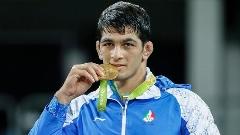 پس از 16 سال انتظار طلایی شدن کشتی آزاد ایران در المپیک با درخشش حسن یزدانی؛ مراسم اهدای مدال + فیلم