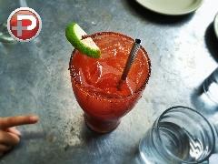 یک نوشیدنی تابستانی باحال که تا مغزتان را خنک می کند؛ آموزش تهیه نوشیدنی پرخاصیت میشلادا، کوکتلی خوشمزه