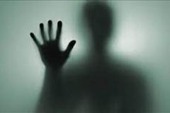 زن مطلقه پسر همسایه را به بهانه تنظیم ماهواره به خانه اش کشاند و به او تجاوز کرد.
