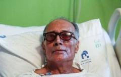 یک بازیگر معروف، کیارستمی را بیهوش کرده است/ استدلال سخنگوی سازمان نظام پزشکی ایران، در برابر اتهام نشناختن فیلمساز نامآور، هنگام انجام عمل، در بیمارستان