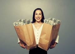 ثروتمند شدن دختر 19 ساله فقیر تهرانی از سوی یک زن ایتالیایی