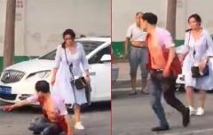 فیلم لحظه حمله یک زن با چاقو به شوهر هوس باز در وسط خیابان / مرد نتوانست از دست همسرش بگریزد