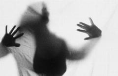 اقدام کثیف یک مرد با همسرش: در قبال پول اجازه رابطه با همسرم را دارید!