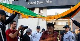 نورچشمی ترین زندانی های ایران را ببینید؛ وقتی امام رضا (ع) حکم آزادی شان را صادر می کند/آزادسازی زندانیان غیرعمد مشهد به مناسبت میلاد امام هشتم