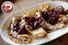 صبحانه خوشگلی که به وجدتان می آورد؛ کرپ گیلاس و پنیر خامه ای را ساده و خوشمزه تر از همیشه خودتان در منزل تهیه کنید